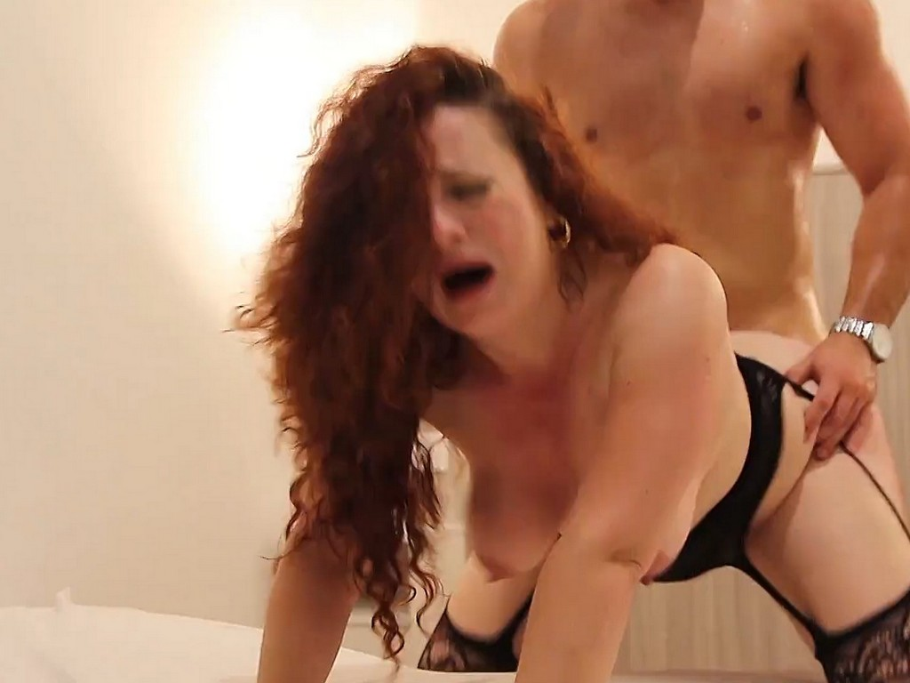 Image PARTEME EL CULO JODER! Lulu loca por sentir la barra de hierro del CACHITAS DEL GIM