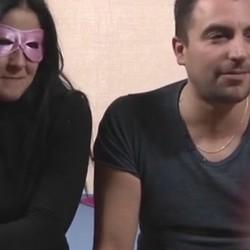 Pedro se trae a la vecina casada del 3º a su primera experiencia en el porno