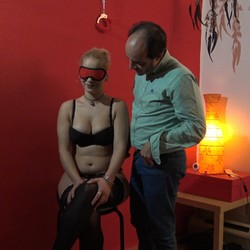 Ylenia y la experiencia de follar a ciegas. ¡¡ Vaya morbazo esta es la hija de mi compi !!
