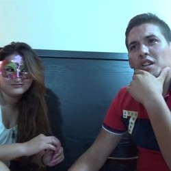 Ariel se atreve con una cita a ciegas en su primer video