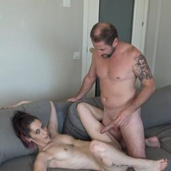 Natacha graba porno con el amigo de su marido. Las fantasias del cornudo.