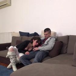 Adan Eva y su perrito se presentan ante la camara