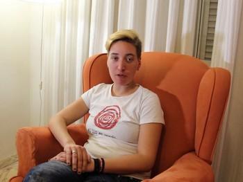 Sara soy bisexual y muy activa, toca experimentar con un pollon maduro.