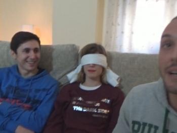 Alicia y el morbazo de hacer un trio con los ojos tapados follando con un desconodico
